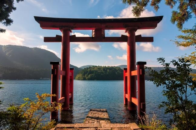 Lake-Ashi-langa-Muntele-Fuji-Japonia-Tara-Soarelui-Rasare.jpg